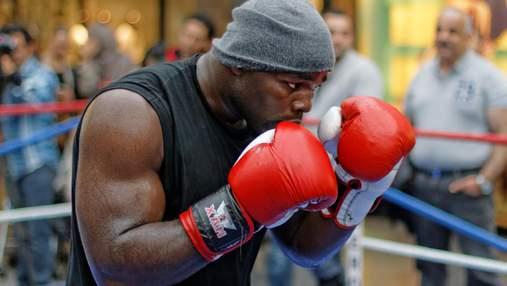 Камерунський боксер пообіцяв завдати Усику дебютної поразки