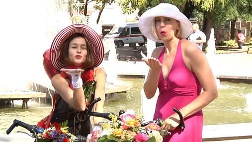 Женщины в изысканных платьях и на велосипедах заполонили центр Запорожье: что требуют активистки