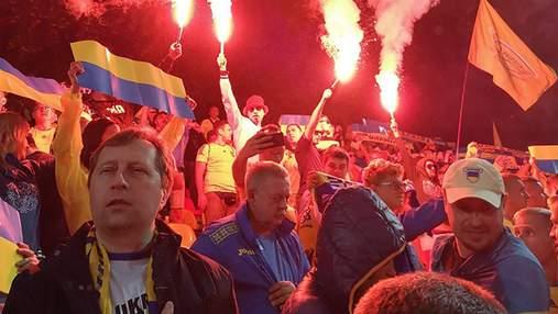 Як вболівальники підтримували збірну України у Литві, а футболісти подякували їм: фото та відео