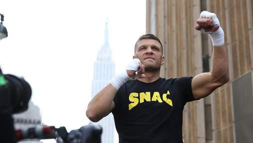 Украинский боксер Сергей Деревянченко провел открытую тренировку на улице в Нью-Йорке: фото