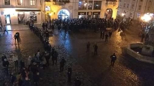 Украинские и французские болельщики второй раз за день подрались в центре Львова: фото и видео