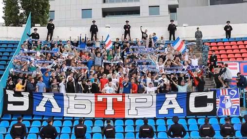 Фанаты российского клуба избили футболистов на стадионе после позорного поражения: видео