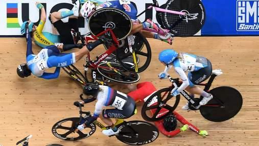 На этапе Кубка мира по велотреку произошел жуткий завал: видео