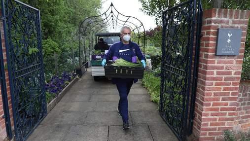 Жозе Моурінью допомагає доставляти харчові продукти на карантині: фото
