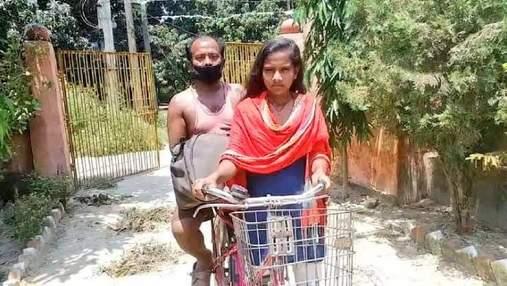 В Индии 15-летняя девочка проехала с травмированным отцом 1200 километров на велосипеде
