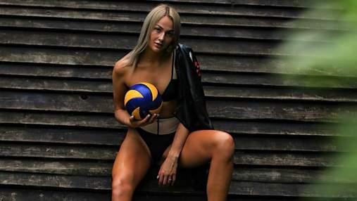 Украинская волейболистка очаровала соблазнительной фотосессией с мячом (18+)
