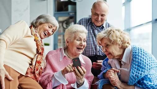 """Як обрати телефон для літньої людини: найкращі """"бабусефони"""" 2020 року"""