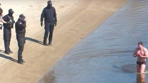 Суд оправдал спортсмена, который переплыл Днепр и попал в Гидропарк во время строгого карантина