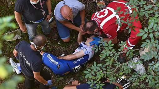 Чемпион Европы попал в жуткую аварию во время велогонки: фото и видео инцидента