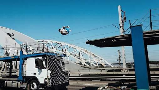 Украинец совершил невероятное сальто между грузовиками и попал в книгу рекордов Украины