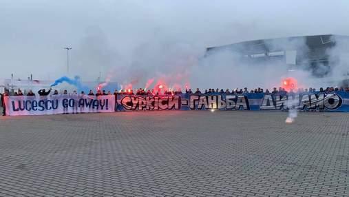 """Фанати """"Динамо"""" провели акцію протесту під час матчу проти """"Руху"""": фото та відео"""