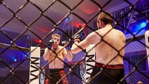 В России на турнире по MMA боец отправил соперника в стоячий нокаут: видео