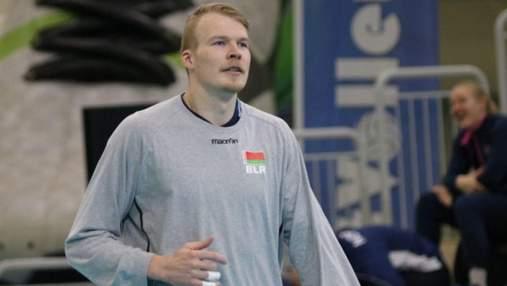 Этот флаг ассоциируется с кровью: звезда сборной Беларуси ушел из команды