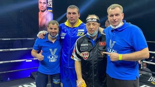 Украинец Выхрист грубо побил польского боксера Соколовски: видео