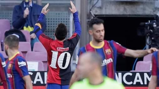 До слез: Месси посвятил красивый гол Марадоне и получил за это желтую карточку – видео