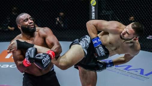 Сербський боєць ударом з розвороту у щелепу відправив суперника у нокаут: відео