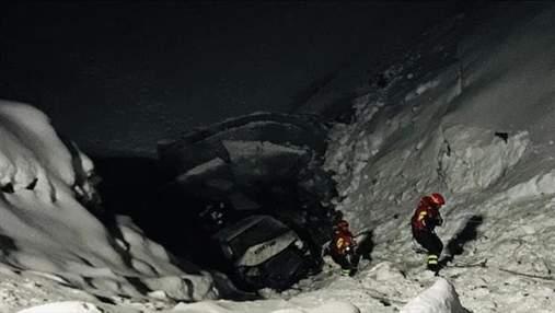 Автобус зі збірною Росії з лижних гонок впав у льодовите озеро: відео