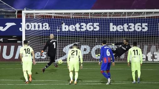 Голкипер Эйбара отличился в воротах Атлетико, войдя в историю Ла Лиги: видео