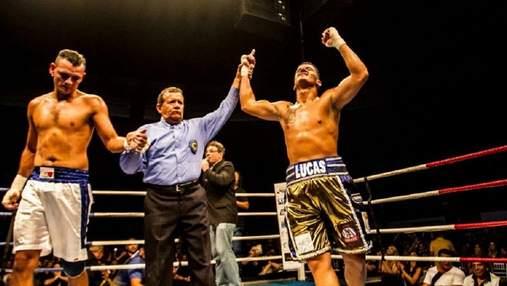 Боксер трижды безжалостно отправлял соперника в нокдаун за несколько секунд: видео