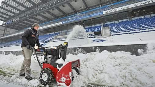 В Германии отменили футбольные матчи из-за сильных снегопадов: фото