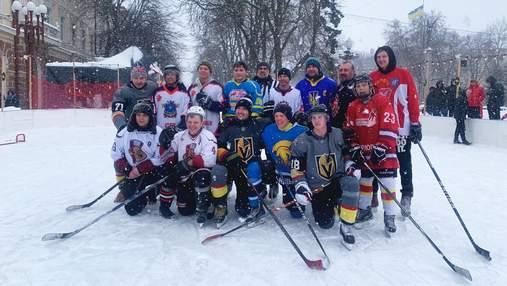 У Тернополі просто неба зірковий хокеїст провів тренування для аматорів