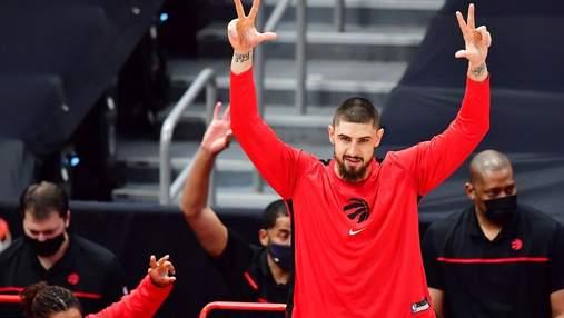 Пас через всю площадку: безумный данк украинского баскетболиста Леня в НБА – видео