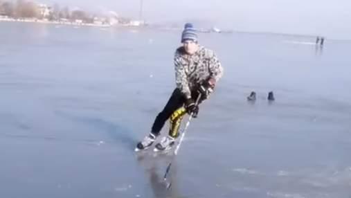 Хокеїсти провели тренування на замерзлому Азовському морі: відео