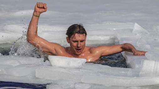 Сумасшедший мировой рекорд: чешский спортсмен проплыл 81 метр подо льдом – видео