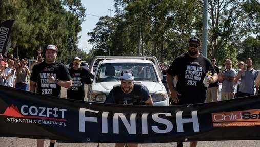 Австралиец пробежал марафон, протащив за собой 1,6-тонный грузовик