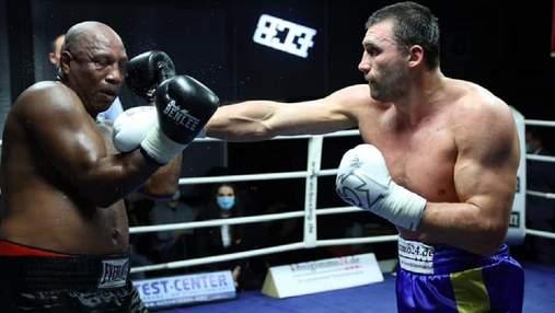 Непобедимый боксер Выхрист получил яркую победу над Васкесом