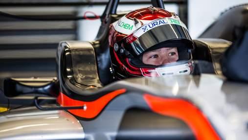 Російський пілот Формули-1 влетів у стіну на першому колі дебютної гонки: відео