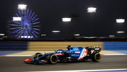 Алонсо зійшов з гонки на гран-прі Бахрейну через обгортку від сендвіча