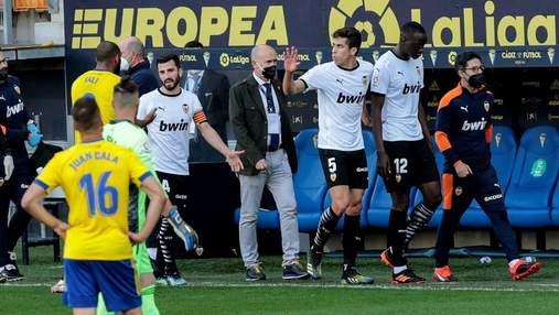 Футболісти Валенсії зірвали матч з Кадісом через расистський скандал: відео