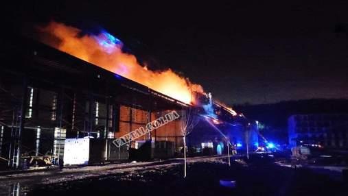 У футбольній академії Руху під Львовом сталася масштабна пожежа: відео