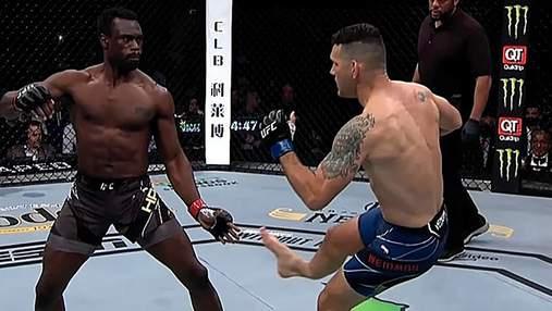 Боец UFC сломал ногу после неудачного лоу-кика: видео