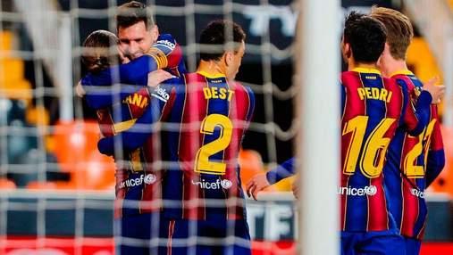 Чемпионская гонка продолжается: Барселона с дублем Месси одолела Валенсию – видео