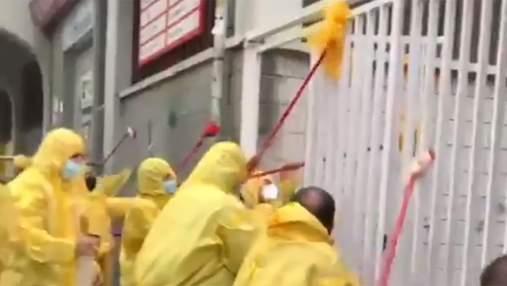 Фаны Райо в защитных костюмах помыли стадион после матча против Альбасете Зозули: видео