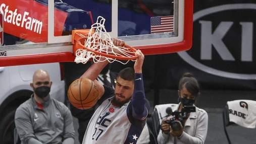 Убивчий данк українця Леня через двох гравців потрапив у топ-3 моментів НБА: відео