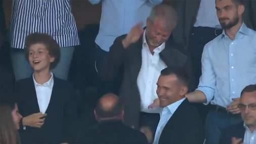 Дал пять: Абрамович и Шевченко отпраздновали гол Челси в финале Лиги чемпионов – видео