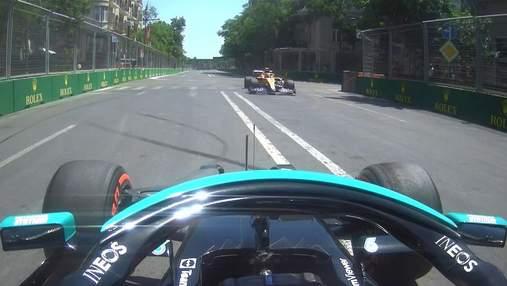 """Формула-1: Боттас і Норріс одночасно вилетіли в """"кишеню"""" і ледь не зіткнулися – відео"""