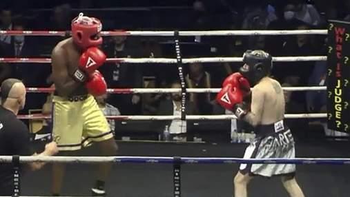 Легенда НБА Ламар Одом нокаутував репера Аарона Картера в боксерському поєдинку: відео
