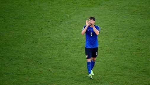 Герой Италии вслед за Роналду и Погба нанес удар по спонсорам Евро-2020: видео