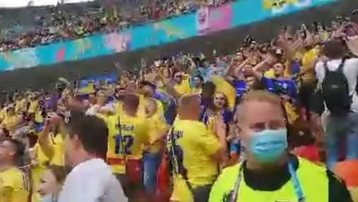"""Новий хіт від українських вболівальників: у Бухаресті співали """"Хто не скаче – той москаль"""""""