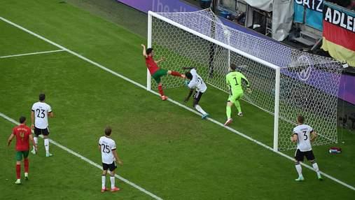 """Роналду """"забросил за воротничок"""" Нойеру: видео эффектного гола Португалии в ворота Германии"""