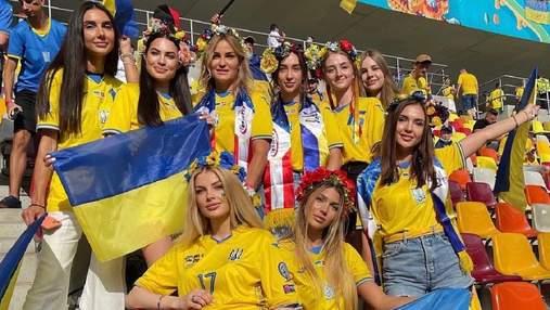 Жены игроков украинской сборной покрасовались на стадионе в Бухаресте: фото