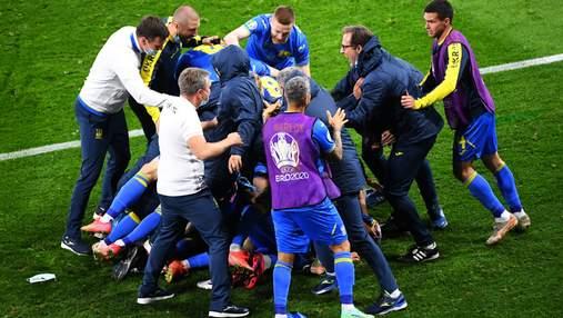 Эффектные танцы в раздевалке: как игроки сборной отпраздновали выход в 1/4 Евро-2020 – видео
