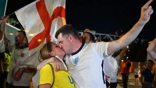 Бились із поліцією: фанати Англії гучно відсвяткували перемогу над Україною – фото, відео