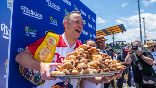 Превзошел себя: американец съел 76 хот-догов за 10 минут и во второй раз попал в Книгу Гиннеса
