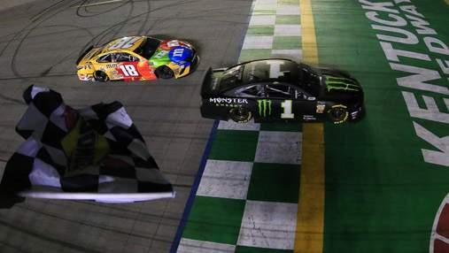Перегони NASCAR довелося перервати через яму на трасі