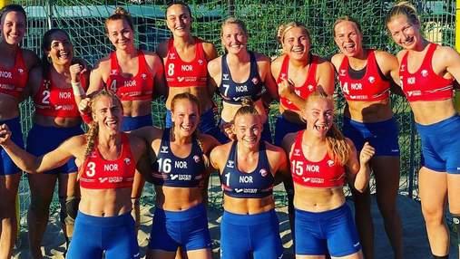 Норвежских гандболисток оштрафовали за отказ играть матчи в бикини: фото
